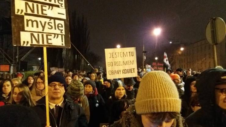 """""""Czarny piątek"""" na ulicach polskich miast. Wasze zdjęcia"""