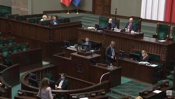 """Poprawki do """"bonu turystycznego"""" i wnioski o odwołanie dwóch ministrów. W środę zbierze się Sejm"""