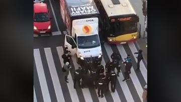 Zablokowali antyaborcyjną ciężarówkę. Policja użyła siły [WIDEO]